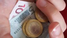 rahakäsi oikeassa koossa