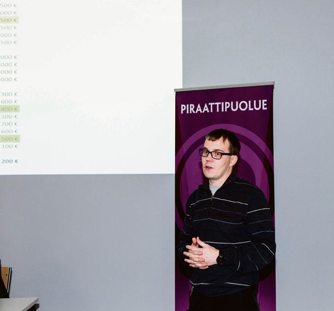 Taloudenhoitaja Pasi Vähämartti arvioi, että piraattien on pystyttävä kaksinkertaistamaan varainkeruunsa vaalivuonna.